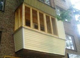 Балкон, остекленный виниловым сайдингом