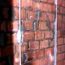 Установка маяков на кирпичную стену