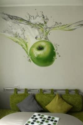 Художественная роспись стены на кухне