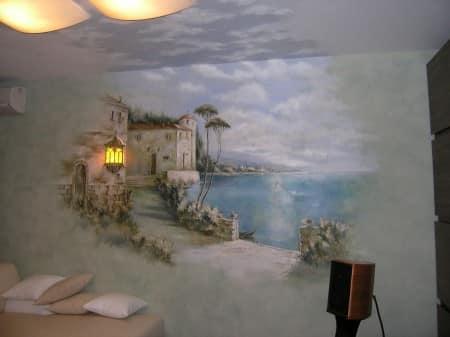 Красивая художественная роспись стены и потолка