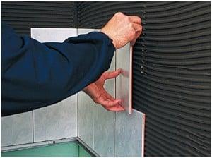 Облицовку стен керамической плиткой лучше поручить специалисту