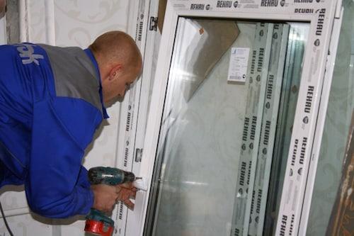 как сверлить пластиковое окно