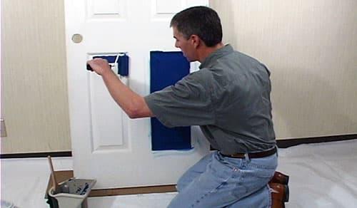 Как покрасить дверь из дерева